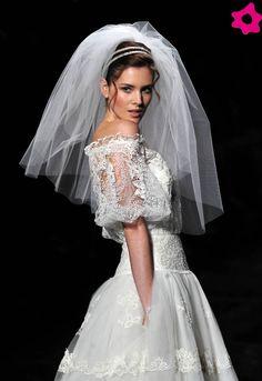 Desfile da nova colecção de vestidos de noiva da Pronovias. #casamento #véu #vestidodenoiva