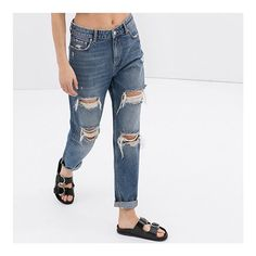 How to Style Your Birkenstocks Without Looking Like a Berkeley Mom Birkenstock Outfit, Ripped Jeans Outfit, Blue Ripped Jeans, Urban Fashion, Love Fashion, Boyfriend Jeans, Mom Jeans, Women's Jeans, Bohemian Look