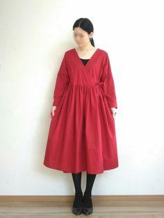 カシュクールワンピースの無料型紙と作り方 長袖のカシュクールワンピースです。 袖が直線なので縫いやすいと思います。 工程は少し多いですが、一つ一つは難しくないです。 羽織る着方もできます。 ほかにも着用画像あります→ こちら サイズ ...