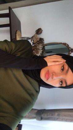 Hijab Style Dress, Hijab Outfit, Street Hijab Fashion, Muslim Fashion, Fashion Photography Poses, Uzzlang Girl, Insta Photo Ideas, Girl Hijab, Muslim Girls
