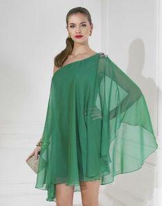Faldas tubo, volantes, encajes, sutiles plisados y tejidos como el tul mórbido o la gasa para unos vestidos de fiesta cortos que van desde las siluetas más entalladas a los volúmenes más delicados.