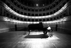 Ramin Bahrami è uno dei più grandi interpreti della musica di Bach. Sabato 24 sarà al Teatro Grandinetti di Lamezia Terme con l'Orchestra Filarmonica della Calabria diretta da Filippo Arlia.