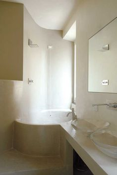 parete tonda vasca sagomata piano lavandino rivestimento microcemento