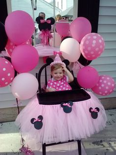 Minnie Mouse Themed Birthday Party: Cute Birthday High Chair Tutu and Minnie Mouse Party Decor Girls First Birthday Theme Ideas, Minnie Mouse First Birthday, Baby Girl 1st Birthday, First Birthday Parties, First Birthdays, Birthday Chair, Princess Birthday, Decoration Minnie, Minnie Mouse Birthday Decorations