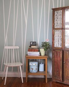 Awesome Accent Wall Ideas For Your chic home, bedroom, small living room, color combinations, paint pattern Decor, Interior, Wall Paint Patterns, Home Decor, Bedroom Decor, Interior Design, Diy Wall Painting, Wall Design, Striped Walls