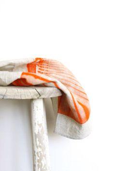 (vía 100 Linen Tea Towel Orange Photograph Design by mueluandjones)