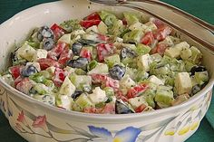 Gurken – Oliven – Salat mit Schafkäse Cucumbers – Olives – Salad with sheep's cheese Chef Salad Recipes, Healthy Salad Recipes, Healthy Snacks, Vegetarian Recipes, Cucumber Recipes, Sheep Cheese, Olive Salad, Greek Recipes, Feta