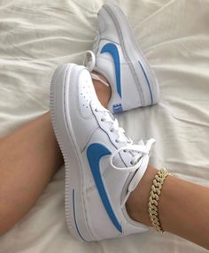 outfit plus size Moda Nike, Sneakers Fashion, Sneakers Nike, Nike Trainers, Sneakers Women, Nike Shoes Air Force, Aesthetic Shoes, Urban Aesthetic, Blue Aesthetic
