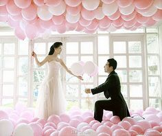 what a cute proposal idea! I actually really like the balloons...