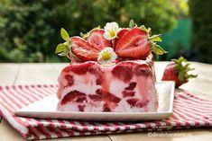 SEMIFREDDO DE CAPSUNI SI IAURT DE BAUT | Diva in bucatarie Summer Treats, Parfait, Panna Cotta, Strawberry, Ice Cream, Candy, Fish, Ethnic Recipes, Desserts