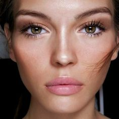 Make-up inspiration for your weekend. We are loving this fresh, flawless glow. #makeup #inspiration #fresh