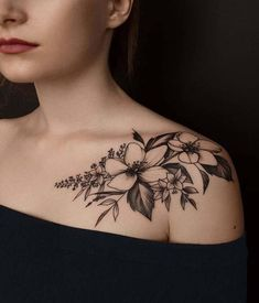 Sexy And Charming Shoulder Tattoo Designs For Women tatoo feminina, tatoo feminina delicada, tatoo f Front Shoulder Tattoos, Shoulder Tattoos For Women, Flower Tattoo Shoulder, Shoulder Tattoo Words, Pretty Tattoos, Unique Tattoos, Body Art Tattoos, Sleeve Tattoos, Skull Tattoos