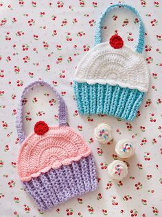 Tales of a Crafty Mommy: Crazy for Crochet Cupcakes for the Kitchen