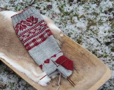 Part 3 of our knit-along Julsockan. Crochet Socks Pattern, Knit Or Crochet, Stick O, Unique Backpacks, Hand Printed Fabric, Craft Bags, Craft Patterns, Knitting Socks, Knitting Projects
