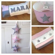 Set MARA roze met sterren lampenkap kussen met naam kasthanger sterren en aankleedkussenhoes met sterren