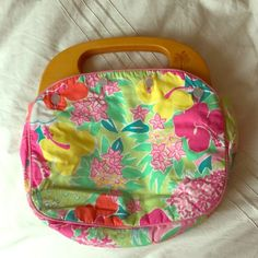 Lilly Pulitzer Wooden Handle Patterned Purse Adorable Lilly Pulitzer purse with wooden handles and a tropical print. Never been worn with no signs of use. Lilly Pulitzer Bags Clutches & Wristlets