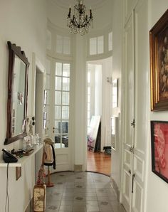 Entryway - Dont know where this is but it reminds me of some entryways in Argentina (on tv : )