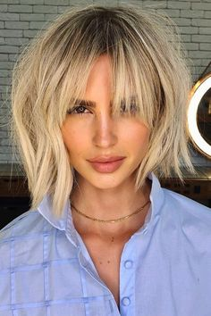 Reward yourself with this chic paradise blonde bob hair created by Wella Professionals global ambassador Romeu Felipe (@romeufelipe). Tap to visit our site and get inspired with our list of choppy bob hairstyles. #choppybobhairstyles #bobhaircuts #choppybob Blonde Bob Hairstyles, Choppy Bob Hairstyles, Latest Hairstyles, Easy Hairstyles, Flicks Hair, Choppy Cut, Textured Bob, Blonde Bobs, Cut And Style