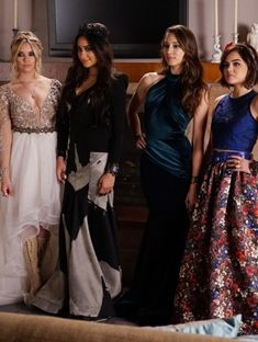 Hanna (Ashley Benson), Emily (Shay Mitchell), Spencer (Troian Bellisario), Aria (Lucy Hale) - Pequeñas mentirosas (tv)