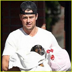 Magazine: Celebrity Dachshund Watch: Josh Duhamel Cradles His Wiener dog Shut up! He has a dachshund Dapple Dachshund, Mini Dachshund, Dachshund Breed, Daschund, Otter, Dog Love, Puppy Love, Backwards Hat, Long Haired Miniature Dachshund