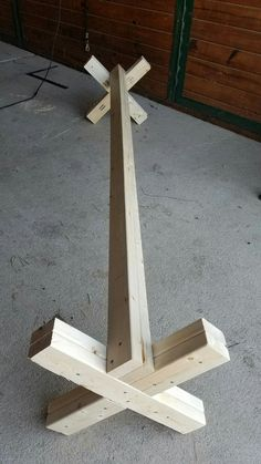 There are better ways to construct more sturdy and proper cavaletti, but I just wanted a cheap easy fast project requiring limited carpentry skills and with materials I had on hand. I used a few 2…