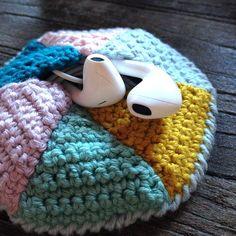 You searched for Høretelefoner - Kreamania Crochet Case, Crochet Clutch, Crochet Gloves, Crochet Stitches, Knit Crochet, Crochet Patterns, Yarn Projects, Crochet Projects, Crochet Accessories
