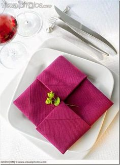 20 Plus Napkin Folding Styles - - Folded napkins are an easy way to Impress your guests & family! See 20 plus napkin folding styles including fun shapes, simple techniques & holiday styles! Rustic Napkins, Linen Napkins, Napkins Set, Paper Napkins, Christmas Napkin Folding, Paper Napkin Folding, Folding Napkins, Simple Napkin Folding, How To Fold Napkins