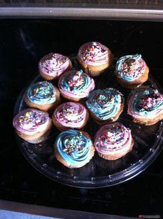 Τέλεια και εύκολα cupcakes με βουτυρόκρεμα #sintagespareas Cupcake Cakes, Cupcakes, Greek Desserts, Energy Bars, Sweet Recipes, Buffet, Muffins, Food And Drink, Cooking Recipes