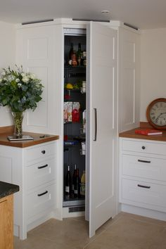 extra tall corner larder tower unit with full extension corner storage accessories kitchen. Black Bedroom Furniture Sets. Home Design Ideas