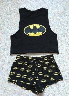 Pyjama femme Batman H&M haut top crop jaune et noir Batman women's pajamas H & M high top crop yellow and black Cute Pajama Sets, Cute Pjs, Cute Pajamas, Pajamas Women, Black Pajamas, Teen Fashion Outfits, Cute Fashion, Cute Lazy Outfits, Cool Outfits