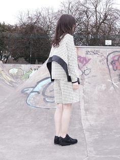 #skatepark #streetstyle #graffiti #colors #minimal Graffiti, Fall Winter, Autumn, Fashion Details, Fashion Design, Sports Luxe, Skate Park, Women Wear, Fabric