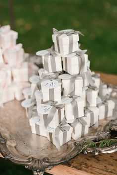 How will you thank your beloved guests for attending your wedding? Be inspired by these awesome wedding favors (as featured on MODwedding) that your guests will love! Wedding Favor Boxes, Wedding Gifts, Wedding Bows, Wedding Candy, Handmade Wedding, Diy Wedding, Wedding Places, Gray Weddings, Flocking