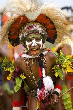 Papua New Guinea - Jim Zuckerman Photography Tribes Of The World, People Around The World, Wonders Of The World, Tribal Costume, Bubble Art, Portraits, World Of Color, Historical Pictures, Interesting Faces
