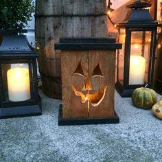 Reclaimed Pallet Wood Jack-O-Lantern lantern. Fall Wood Crafts, Halloween Wood Crafts, Halloween Ghost Decorations, Halloween Projects, Diy Arts And Crafts, Halloween Diy, Christmas Village Display, Wood Pumpkins, Fall Decor