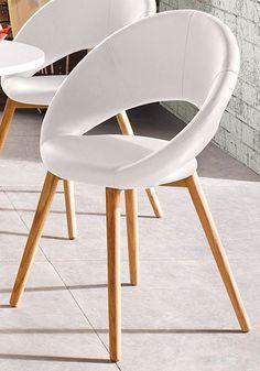 Stühle (2 oder 6 Stück) Stilvoll und hochwertig verarbeitet präsentieren sich die originellen Stühle, die wahlweise im attraktiven 2er- oder 6er-Set erhältlich sind. Das formschöne Gestell der modernen Sitzgelegenheit ist aus FSC®-zertifiziertem Massivholz gefertigt und zeichnet sich durch hohe Stabilität aus. Die bequeme Sitzschale tut sich durch eine optisch ansprechende Aussparung zwischen Sitz- und Rückenfläche hervor. Das pflegeleichte Polster aus Kunstleder erweist sich als dekorativ.