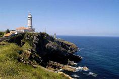El faro de Cabo Mayor, en Cantabria. - Josep Curto/AGE