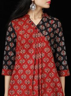 Top outstanding Jhabla styles Kurti and stylish Short frocks designs Kurta Designs Women, Kurti Neck Designs, Kurti Designs Party Wear, Dress Neck Designs, Pakistani Fashion Casual, Pakistani Dresses Casual, Pakistani Dress Design, Frock Fashion, Batik Fashion