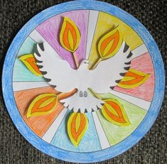 Gaven van de Geest (duif met lucifers) Church Bulletin Boards, Art Lessons For Kids, Kirchen, Holy Spirit, Communion, Holi, Decorative Plates, Homeschooling, Families