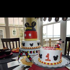 Mickey mouse cake and smash cake courtesy of Slice of South Cakes