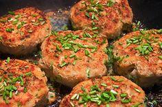 Fiskburgare av lax och torsk Swedish Recipes, Salmon Burgers, Baked Potato, A Food, Lunch, Fish, Baking, Ethnic Recipes, Salmon Patties