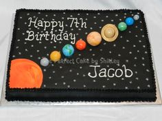 Buttercream airbrushed black, fondant planets and sun. The planets were marbled fondant, with some details painted on. Based on cake by IMAKECAKES. 4th Birthday Parties, Birthday Fun, Birthday Ideas, Solar System Cake, Planet Cake, Astronaut Party, Outer Space Party, Galaxy, Themed Cakes