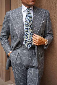 Vivara Yellow on Blue Paisley Tie Mens Fashion Suits, Mens Suits, Groom Suits, Groom Attire, Groomsmen, Sharp Dressed Man, Well Dressed Men, Wedding Men, Wedding Suits