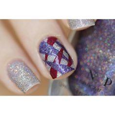 Juliette sur Instagram: Je vous présente le nail art façon tarte aux pommes ficelée ! Technique du patch découpé en triangle avec Mega X, Walking Home et Cherry Bomb! (Oui je spam avec mes nouveaux amours ILNP) #megaX #walkinghome #cherrybomb #ilnpbrand #ilnpfeature #glitteringelements @ilnpbrand