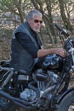 Sons Of Anarchy Photo: Episode - Call of Duty - Promo Photos Hd Fatboy, Sons Of Arnachy, Sons Of Anarchy Samcro, Sons Of Anarchy Motorcycles, Ron Perlman, Movie Facts, Tough Guy, Charlie Hunnam, Classic Tv