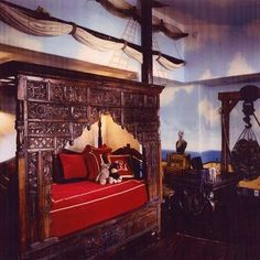 Pirate Ship bedroom idea for my son...  I love the mast on the wall, could make it out of bamboo.
