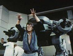 Paul Verhoeven et l'ED 209 sur le tournage de Robocop, 1987.