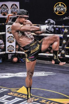 Muay Thai star Buakaw Banchamek and Niclas Larsen of Denmark were expected to battle out in the main event of the upcoming All Star Fight 3 event held on April 2018 in Bangkok. Muay Thai Martial Arts, Martial Arts Workout, Martial Arts Training, Mixed Martial Arts, Man Anatomy, Anatomy Poses, Muay Thai Tattoo, Buakaw Banchamek, Muay Thai Gym