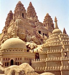 Spectacular sand sculptures performed by the leading sand sculpture professionals. Abstract Sculpture, Sculpture Art, Bronze Sculpture, Sand Decorations, Sand Projects, Asian Architecture, Ice Art, Snow Art, Sidewalk Art