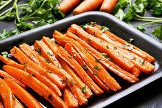 Perfektní nápad na pohoštění pro vaše hosty, namísto obložených chlebíčků.Já podávám i k omáčkám, nebo například jako chutné mini pizzy s oblohou.U nás doma jdou doslova... Oven Roasted Carrots, Carrot Fries, Comida Keto, Healthy Holiday Recipes, Holiday Foods, Curry Spices, Carrot Recipes, Vegetable Recipes, Antipasto
