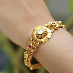 Gold Bangles For Women, Gold Bangles Design, Gold Jewellery Design, Gold Bracelet Indian, Mangalsutra Bracelet, Manubhai Jewellers, Gold Mangalsutra Designs, Antique Jewellery Designs, Gold Jewelry Simple